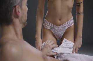 Очень неприличный секс прямо в массажном кабинете №2786 1