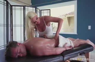 Девушку раскрутили на порно вместо сеанса массажа №3698 1