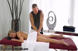 Очень неприличный секс прямо в массажном кабинете №3699 2