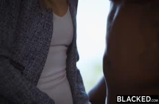Черные мужики мощно растягивают девкам писечки №2523
