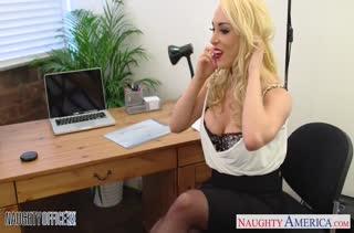 Сочный секс с фигуристыми секретутками в офисе №2925