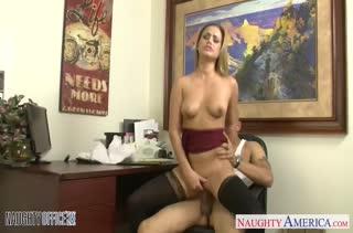 Сочный секс с фигуристыми секретутками в офисе №2942 4